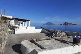 Isola Di Panarea - C/da Iditella, via Vincenzella a circa 250 m. dal piccolo molo di attracco Snc