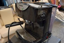 Macchina del caffe e macchina da scrivere adler con valigetta