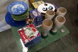 Lotto di porcellane, piatti e statuine decorative