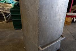 Contenitore in metallo con ruote