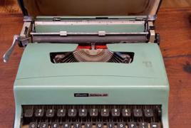 Macchina da scrivere marca Olivetti mod. Lettera 32