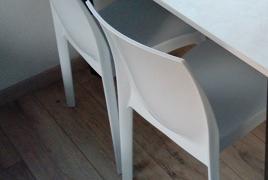 Rif. n. 6 - Lotto costituito da n.4 sedie in plastica bianca