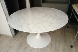 Rif. n. 25 - Tavolo rotondo in marmo Knoll