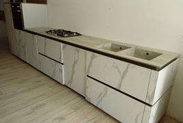 Rif. n. 26 -  Cucina lineare color grigio marmorizzato senza pensili