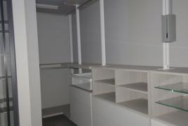 Rif. n. 36 - Cabina armadio attrezzata con 2 ante scorrevoli in legno