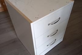 N° 29 Cassettiere in legno bianco