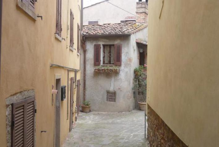 Dettaglio immagine via Varese 27, Castagneto Carducci (LI)