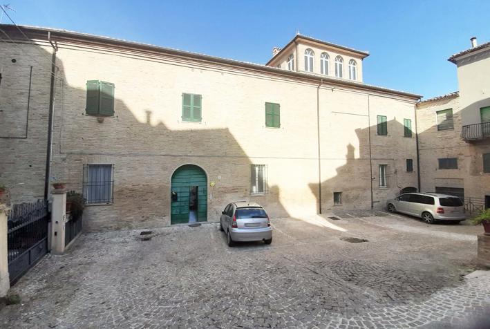 Dettaglio immagine Largo Cosimi 9, Mogliano (MC)